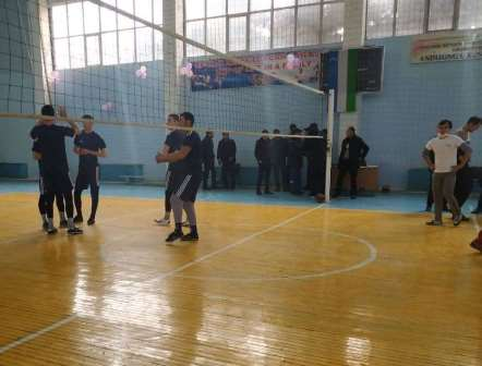 """Andijan State Medical Institute hosted an inter-district volleyball tournament for the """"Regional Khakim's Cup""""."""