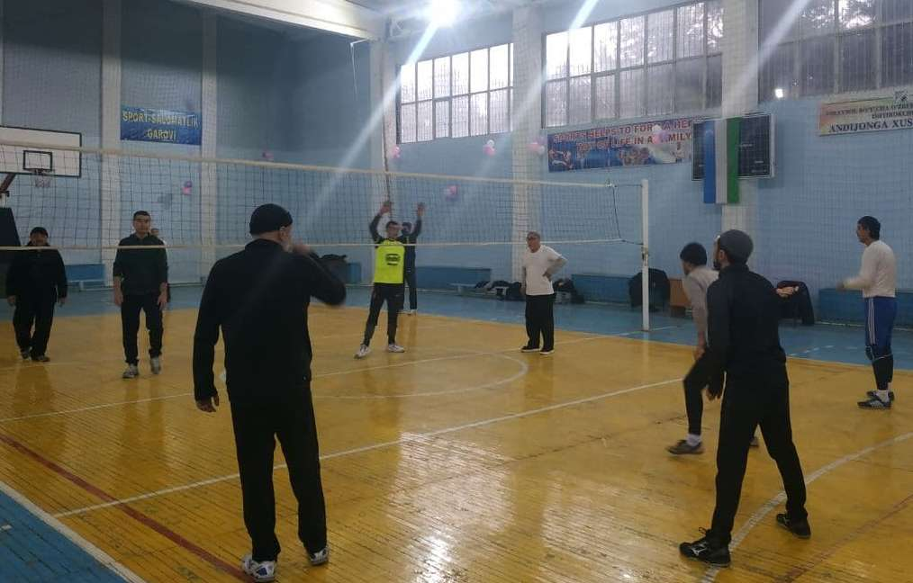 The citizens of makhalla plays volleyball in  Andijan State Medical Institute