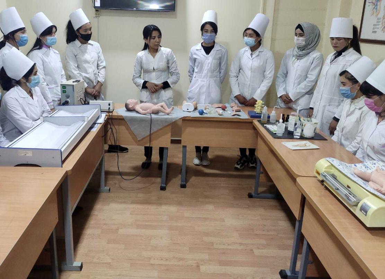 Учащиеся  техникума  в  нашем  институте