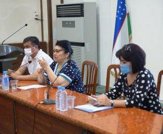 """A ROUND TABLE ON THE TOPIC """"PROBLEMS IN TREATMENT OF VIRAL HEPATITIS. APPLICATION OF ANTIVIRAL DRUGS """" WAS HELD"""