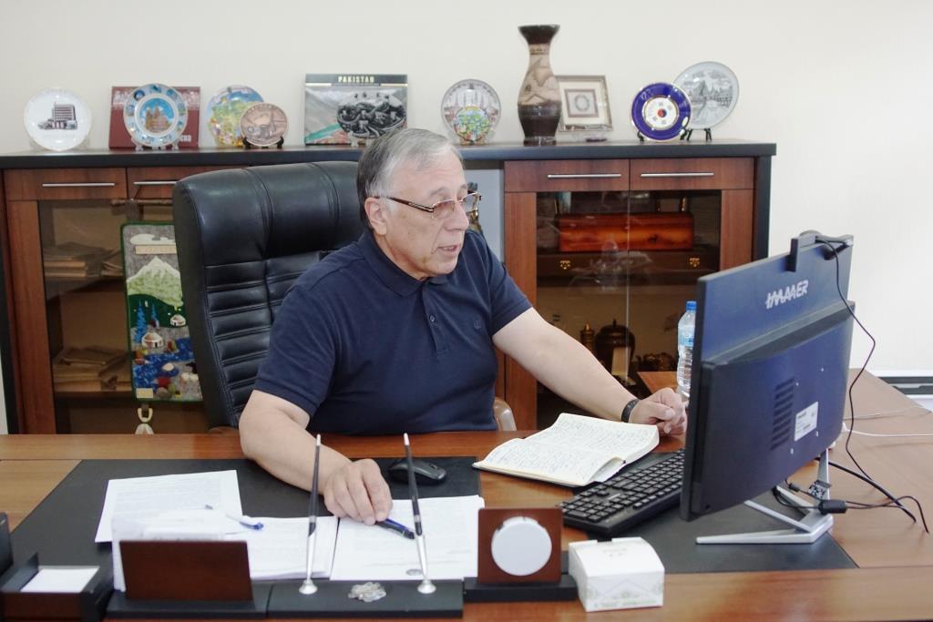 INSTITUT REKTORI 5-BOSQICH TАLАBАLАRI BILАN ONLАYN MULOQOT O'TKАZDI